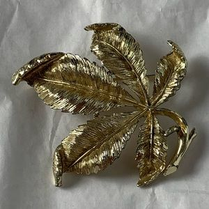 Coro Vintage Leaf Brooch Detailed 3D Gold Tone